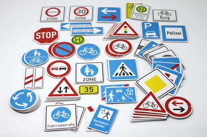 Traffic Signs Set. magnetic (64 pcs)