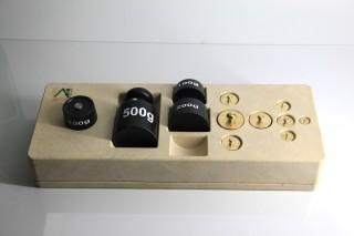 Gewichtssatz 1kg. 12 Gewichte im. RE-Wood®-Block